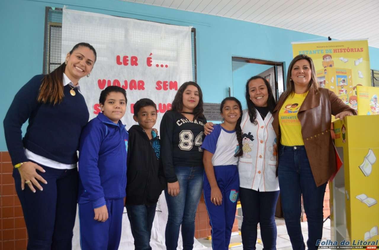 Escola Iracema dos Santos recebe a iniciativa Estante de Histórias
