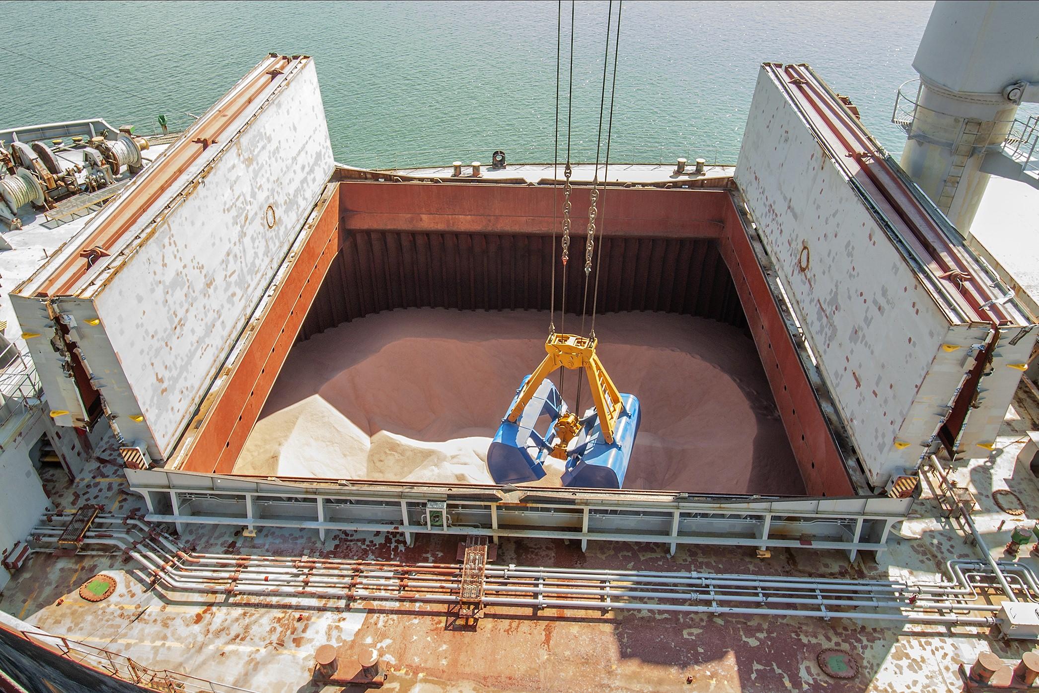 Porto de Paranaguá descarregando em menor tempo