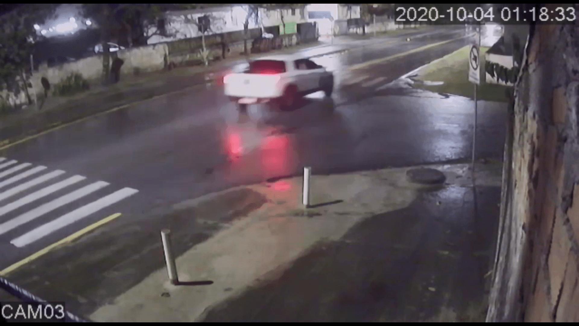 """Motorista embriagado é preso pela PM após dar um """"cavalo de pau"""""""