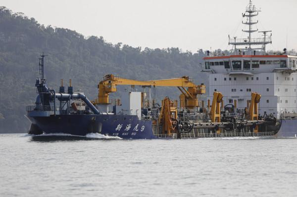 Portos do Paraná dragam quatro áreas
