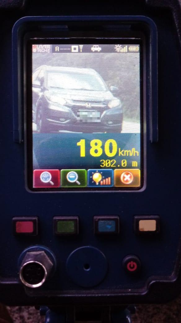 Motorista é flagrado pela PRE a 180 km/h na PR-508
