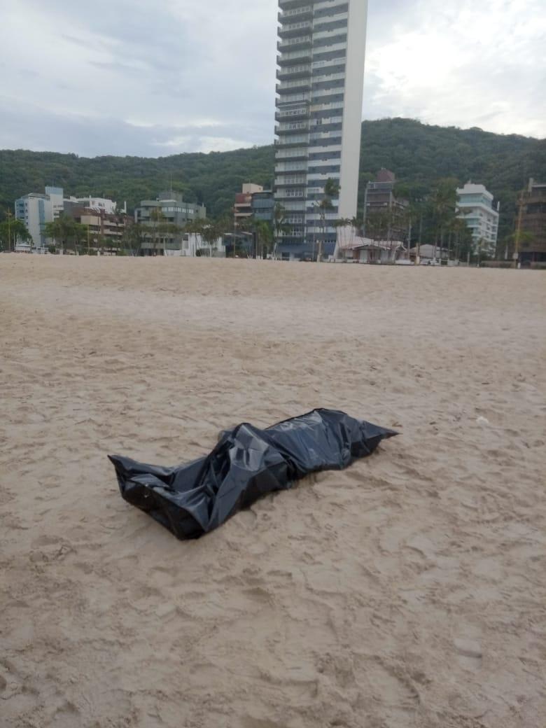 Corpo encontrado no mar em Matinhos segue sem identificação