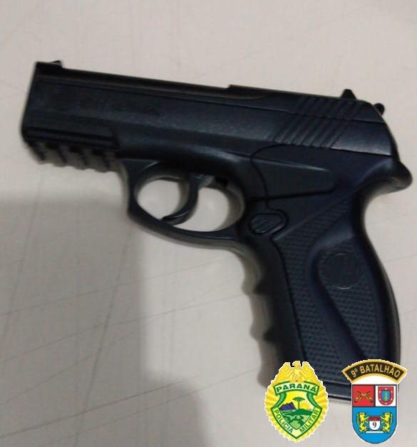 Assaltante é preso com simulacro de pistola e objetos roubados