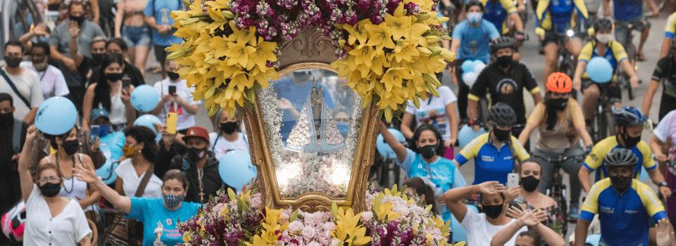 Milhares de devotos participaram da procissão motorizada de Nossa Senhora do Rocio