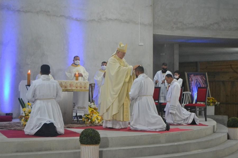Dom Edmar Peron ordena três novos diáconos na Diocese de Paranaguá