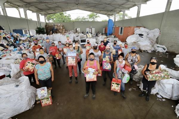 Natal Voluntário faz a alegria de 126 crianças em Paranaguá e Antonina