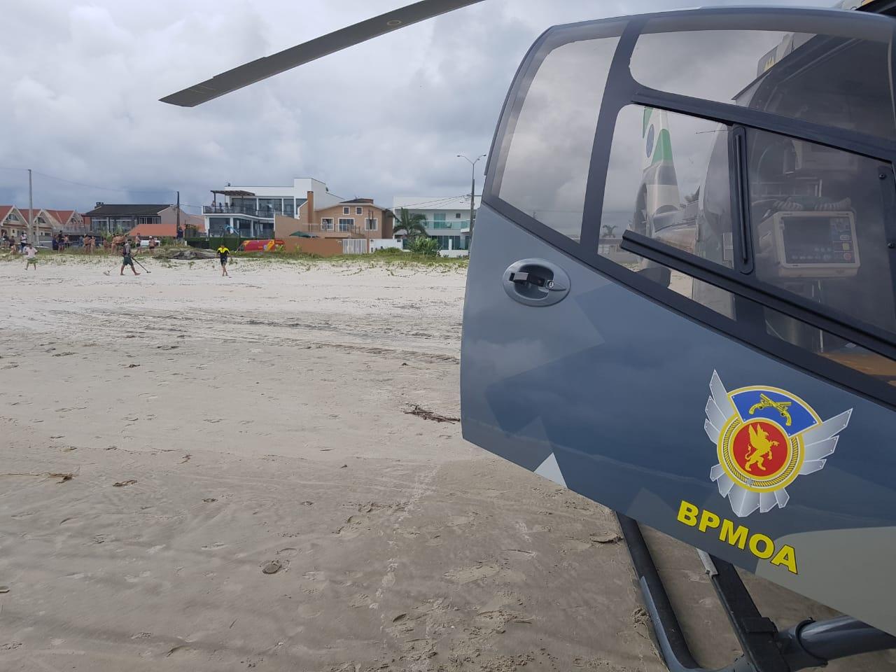 Rapaz resgatado no mar em Caiobá é encaminhado para o Hospital Regional
