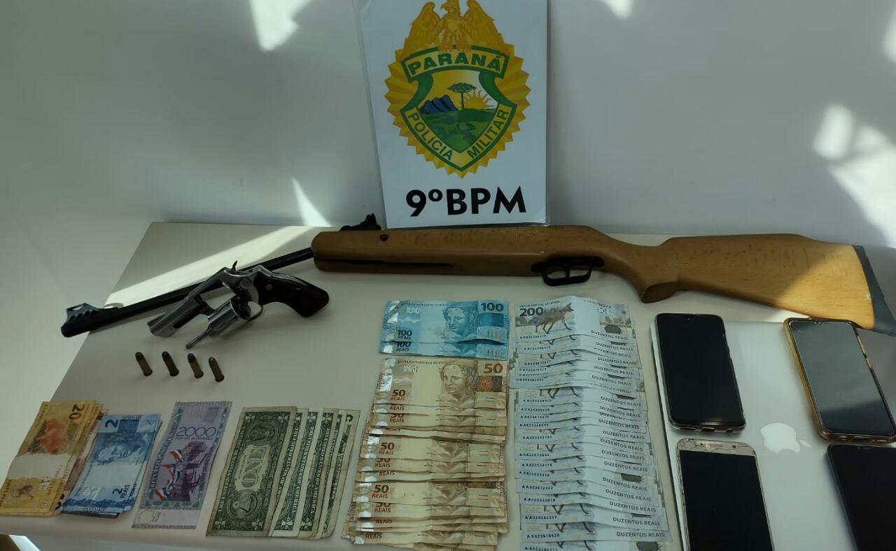 PM apreende drogas, dinheiro, munições e arma de fogo durante operação de combate à criminalidade no litoral