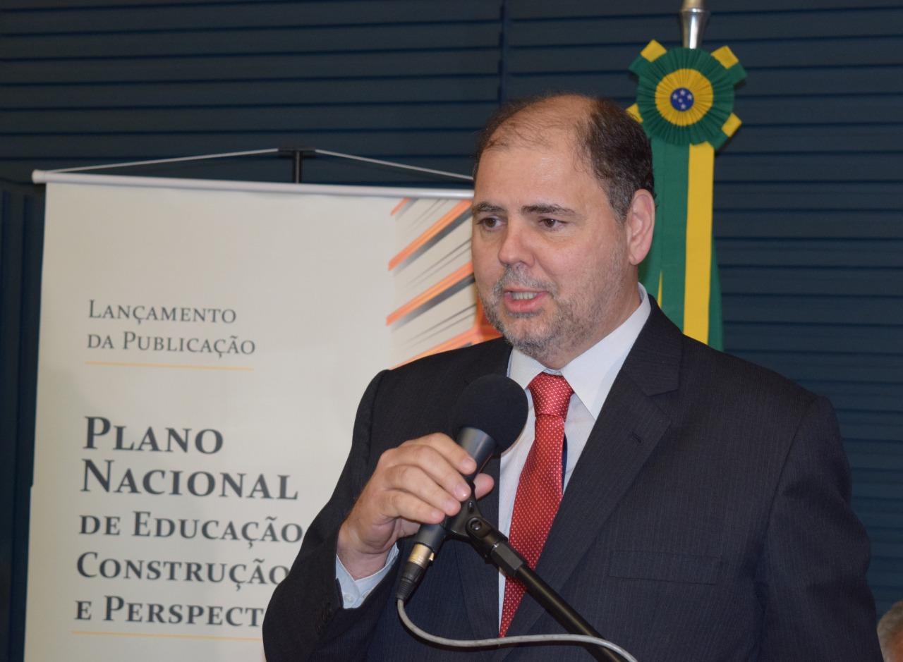 Canziani toma posse em Conselho de Educação do Mato Grosso