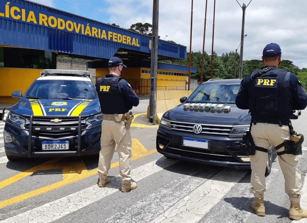 PRF apreende quase meio milhão de reais na BR-277