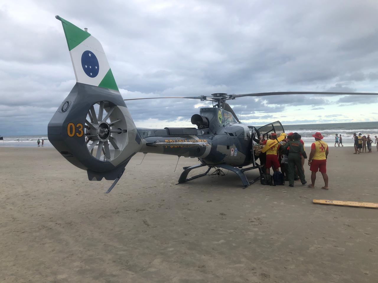 Guarda-vidas resgatam mulher vítima de afogamento em Pontal do Paraná