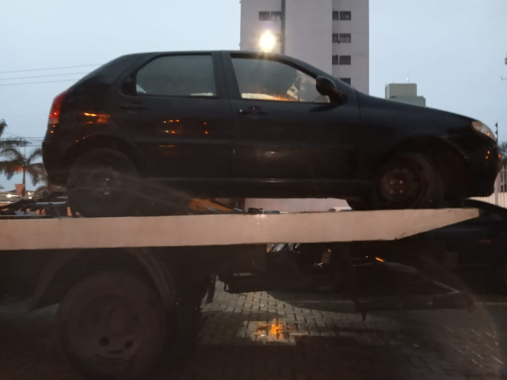 Carro onde estavam duas crianças é roubado no centro de Matinhos
