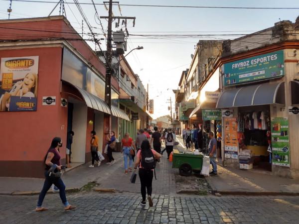 Comércio de Paranaguá ficará aberto das 9h às 16h na véspera do Ano-Novo