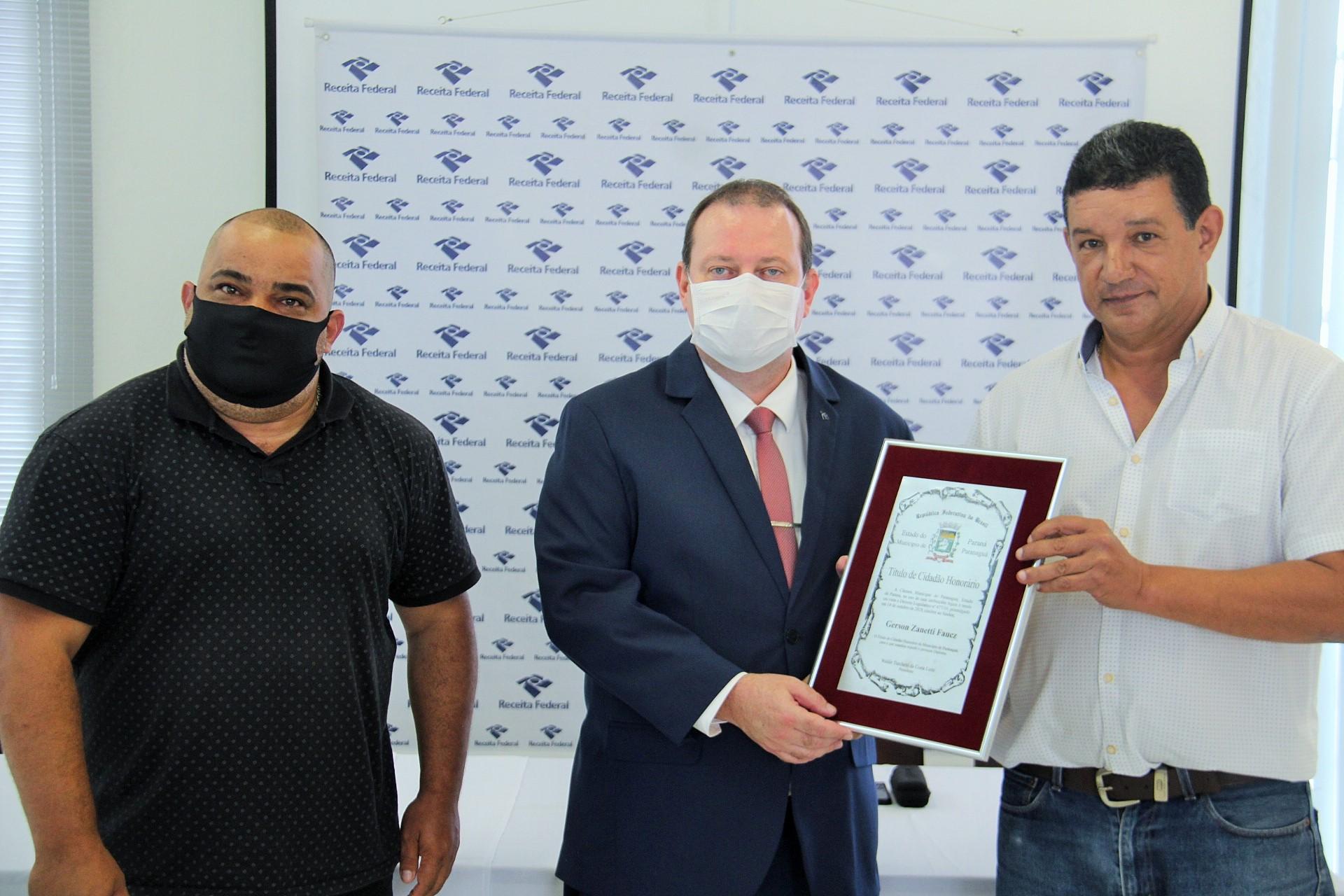 Delegado da Receita Federal recebe Título de Cidadão Honorário de Paranaguá