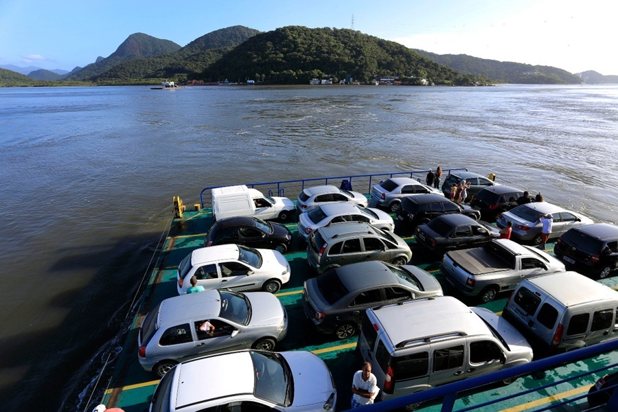 Duas empresas disputam a concessão do ferry-boat de Guaratuba