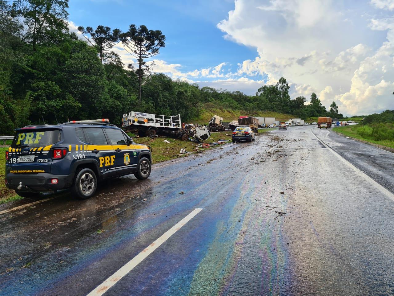 PRF recém formado salva vida de motorista durante atendimento de acidente no Paraná