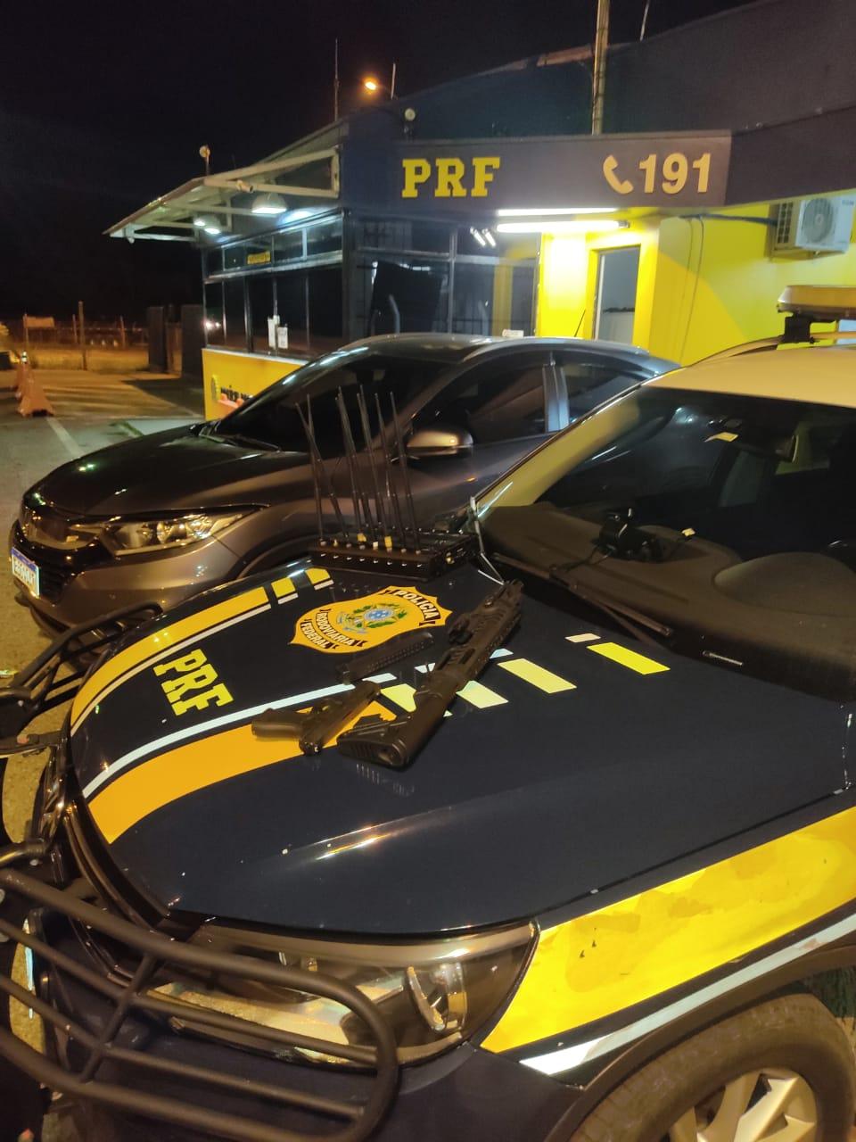 PRF prende quadrilha que realizava roubo de cargas e sequestro de caminhoneiros na região metropolitana de Curitiba