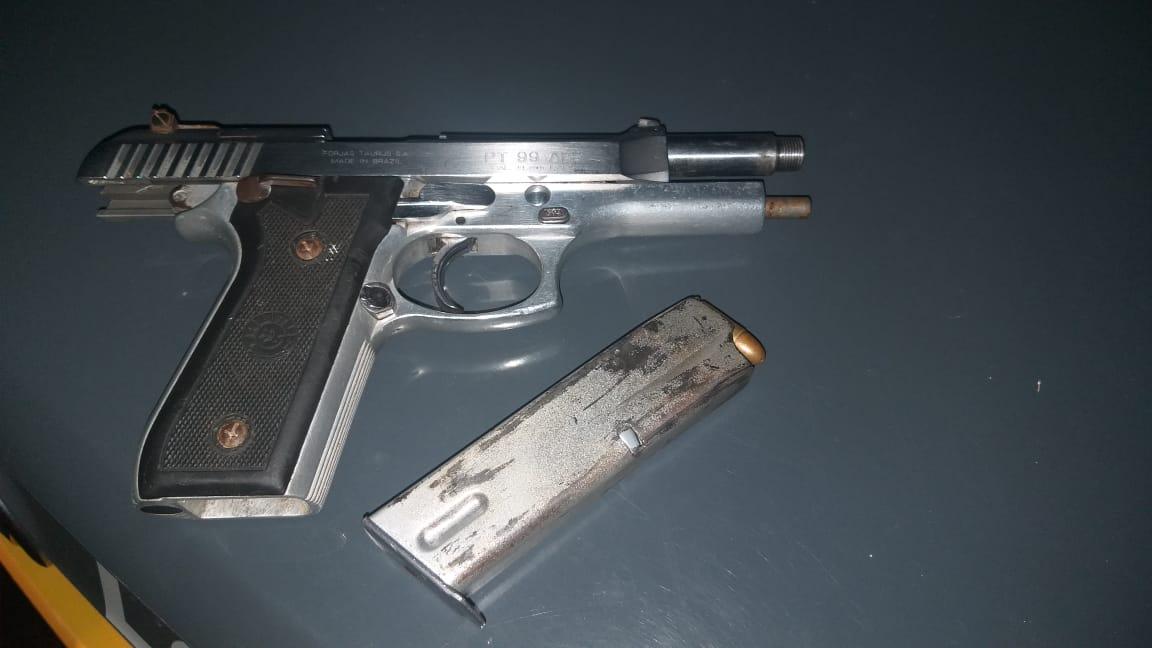 PM prende dupla com pistola 9mm no Jardim Araçá