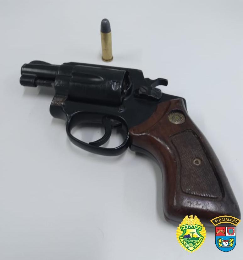 Policial militar de folga prende suspeito de tentativa de assalto no Porto dos Padres