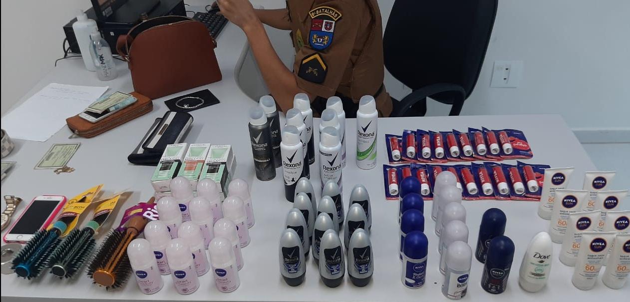 Mulheres flagradas furtando em farmácias são presas pela Polícia Militar em Paranaguá