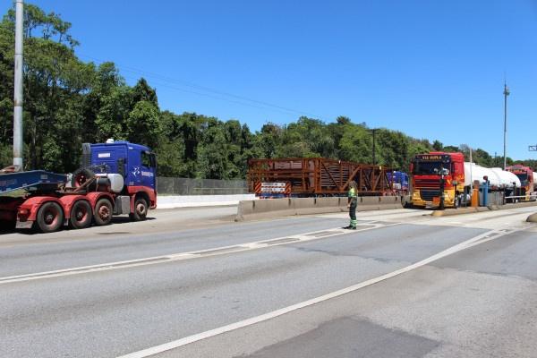 BR-277 terá deslocamento de nove cargas especiais na quarta-feira entre Paranaguá e Curitiba