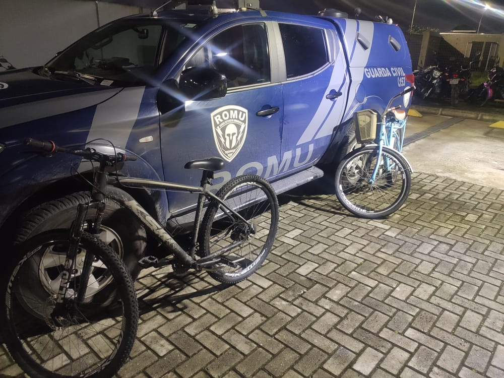 Homem é flagrado pela ROMU com duas bicicletas furtadas