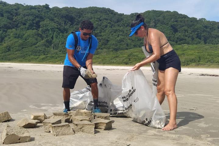 Mutirão recolhe 190 quilos de resíduos na Ilha do Mel