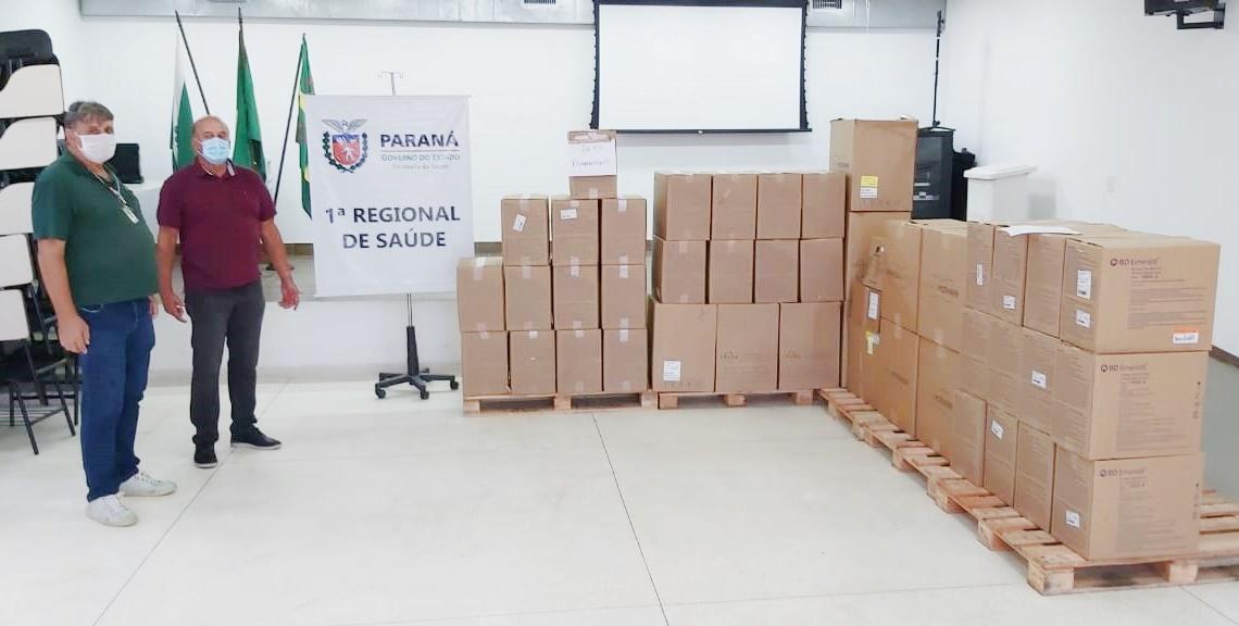 Regional de Saúde de Paranaguá recebe insumos que serão usados na vacinação contra a Covid-19