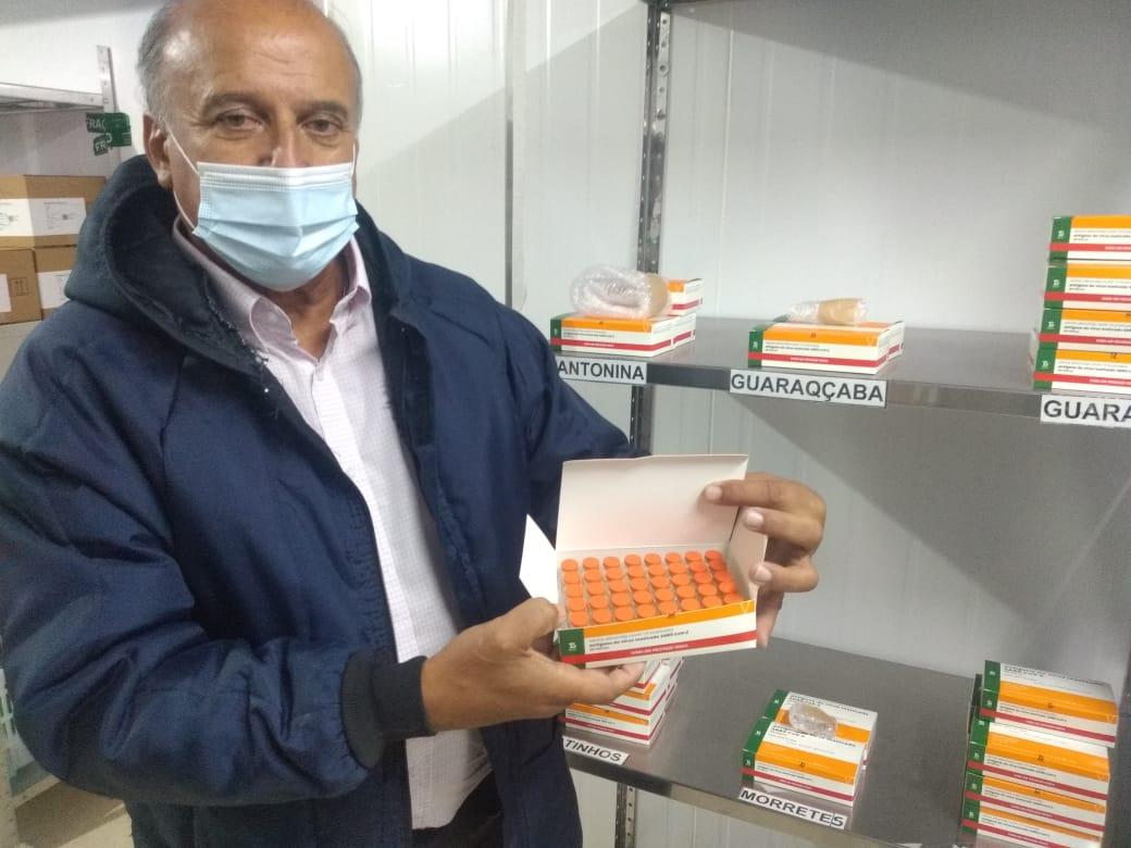 Doses da vacina contra a Covid-19 chegam ao litoral