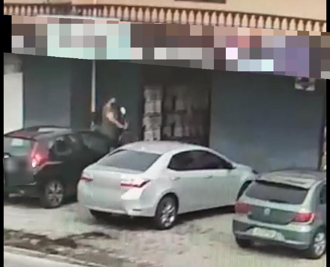 Casal de assaltantes invade duas lojas em Paranaguá