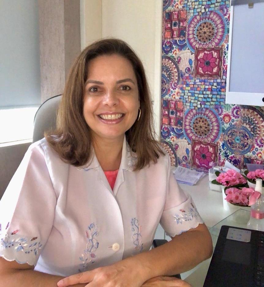 Dra. Ana Luiza Varella Jamnik é formada pela Universidade Federal do Paraná e Residência Médica também pela UFPR. Possui, também, título de especialista em Ginecologia e Obstetrícia