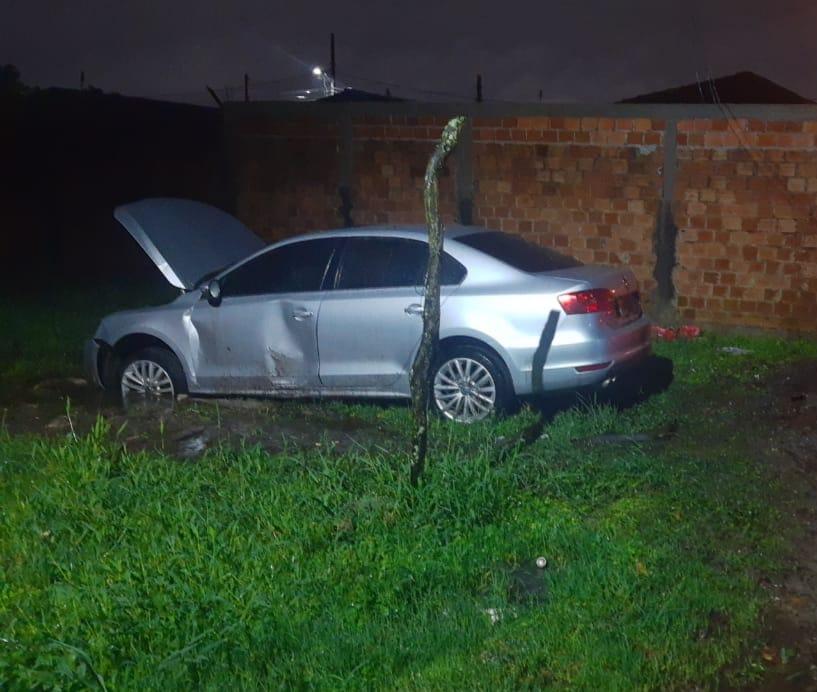 Carro furtado em Matinhos é encontrado abandonado pela ROMU na Ilha dos Valadares