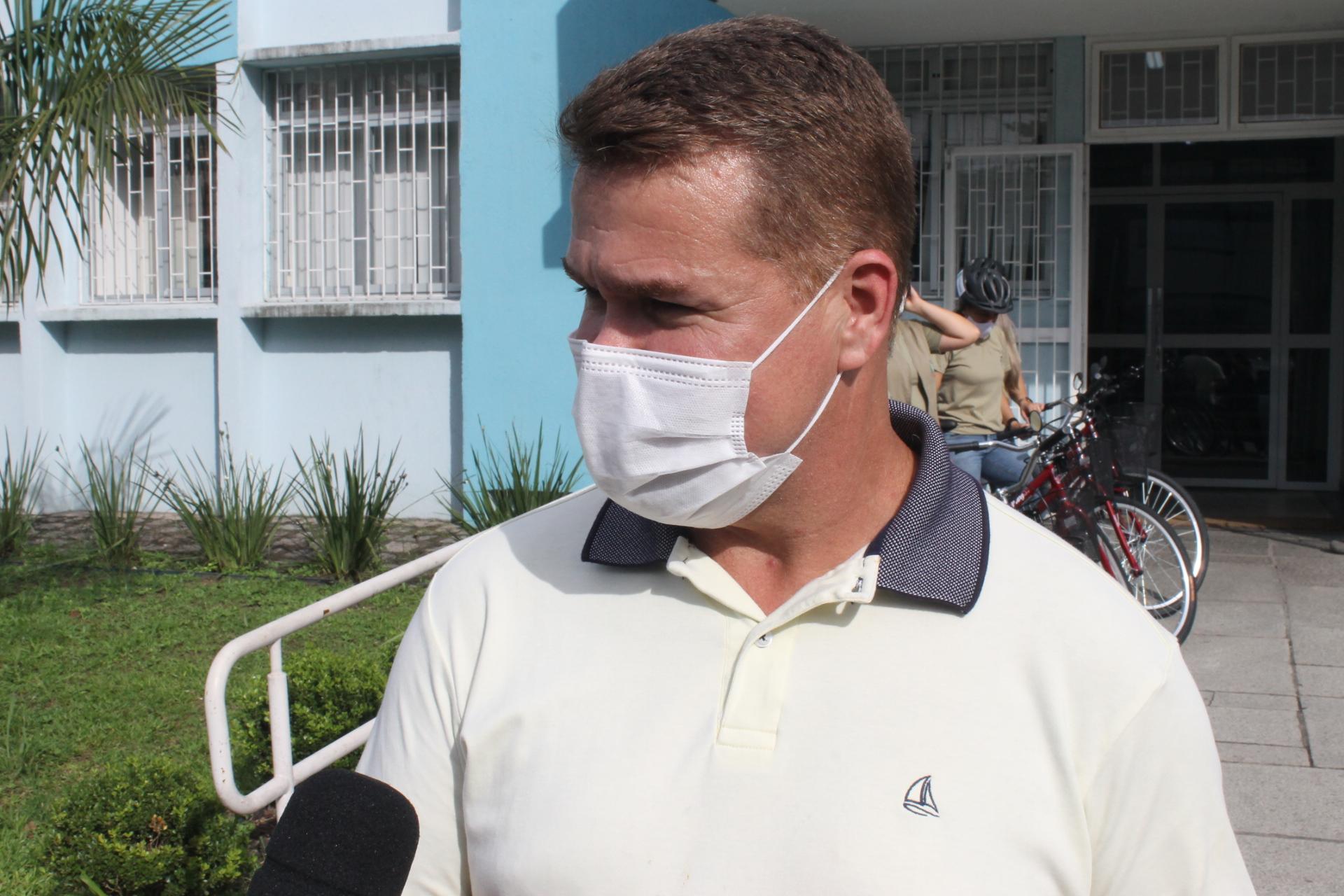 """""""Nós investimentos quase R$ 100 mil em bicicletas e equipamentos e vamos atingir praticamente todos os ACSs da Secretaria de Saúde"""", afirma o prefeito Marcelo Roque"""