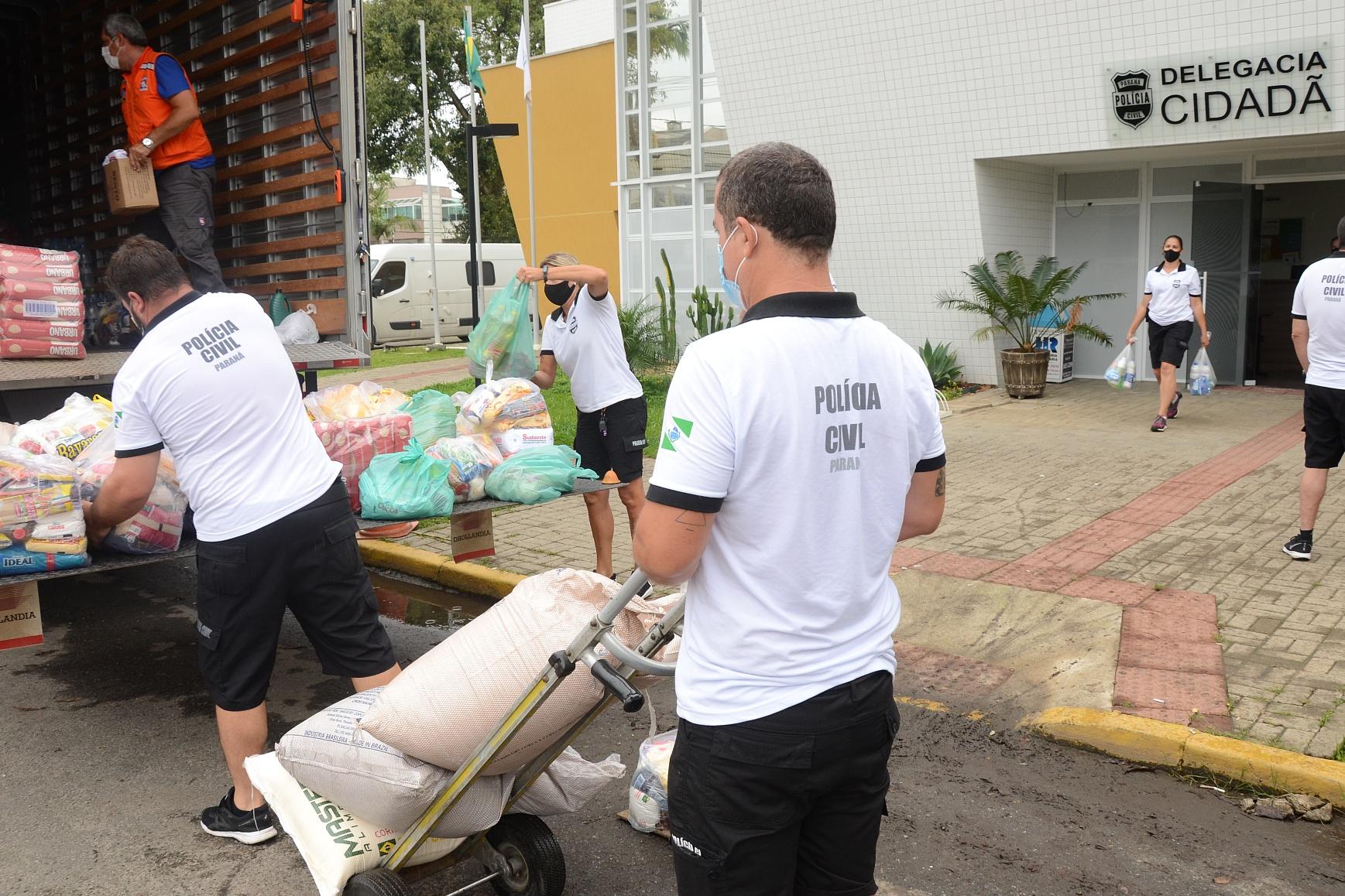 PCPR entrega à Defesa Civil cinco toneladas de doações para vítimas de enchentes de Guaraqueçaba