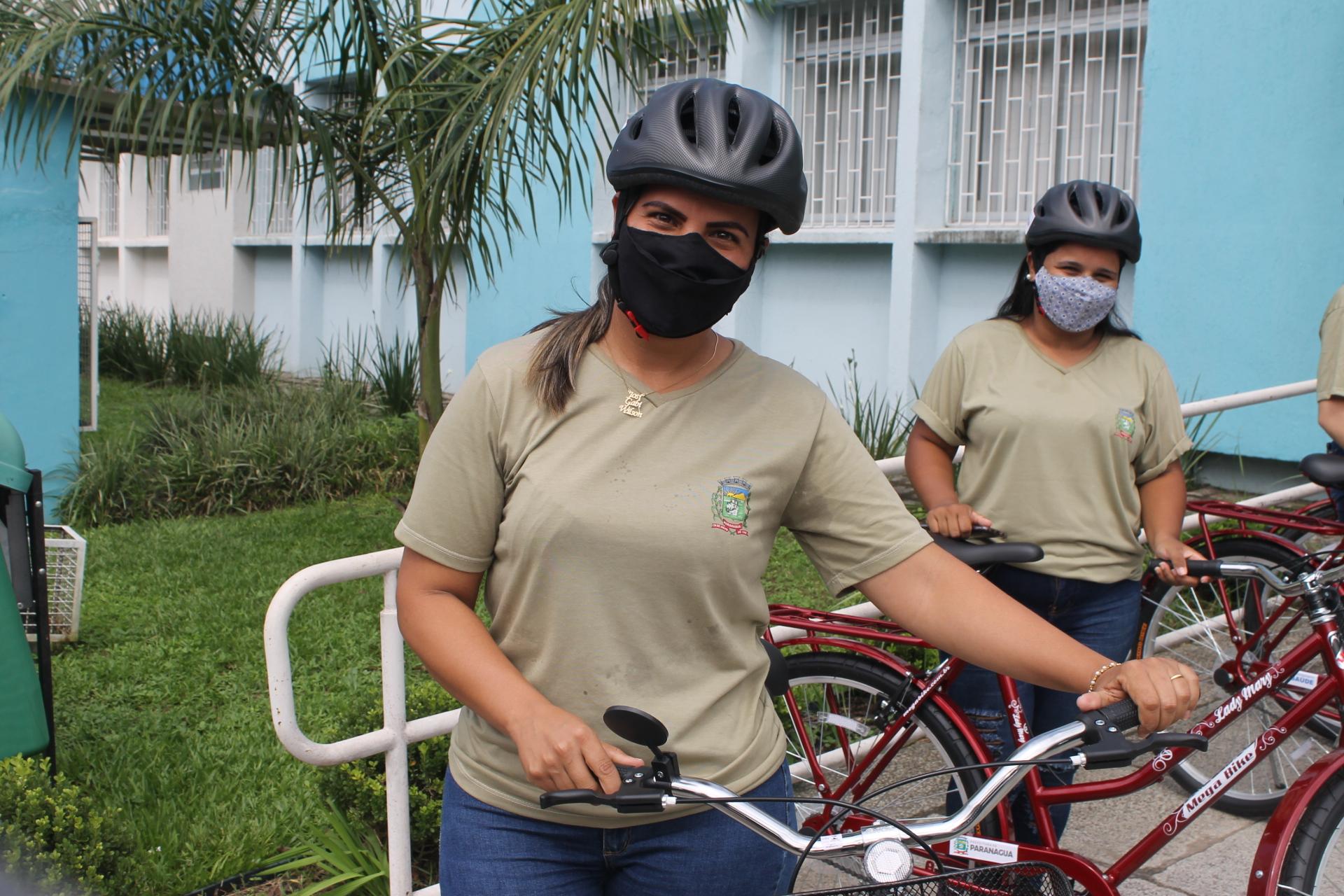 """""""A bicicleta veio em ótima hora, estamos muito agradecidas"""", explica Josivane Nogueira dos Santos Barbosa, ACSs da Vila do Povo"""