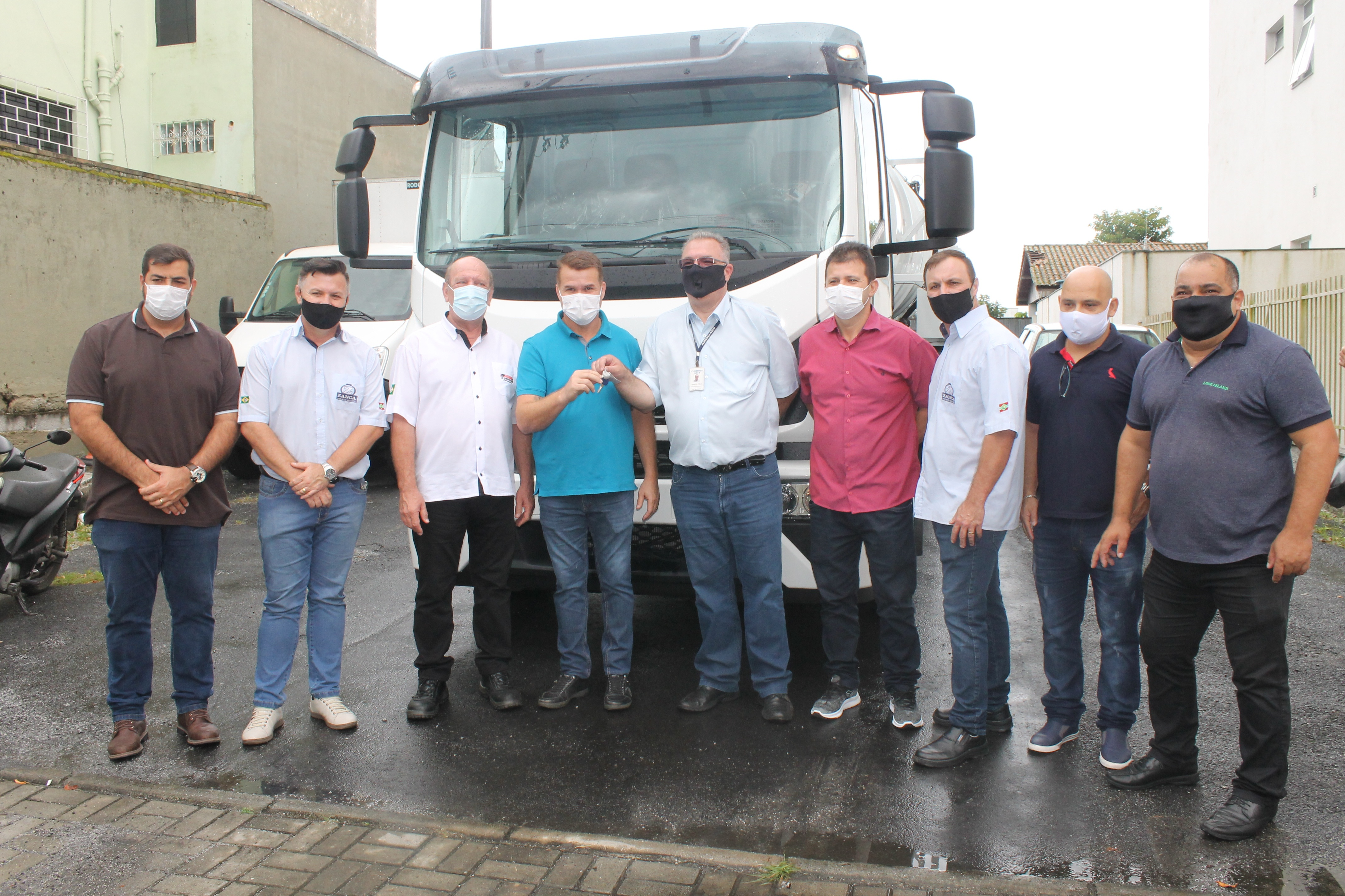 Prefeitura de Paranaguá adquire caminhão hidrojato e hidrovácuo para auxiliar na limpeza e drenagem da cidade