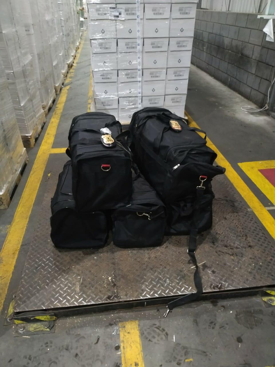 Polícia Federal prende dois homens acusados de tráfico internacional de drogas em Paranaguá