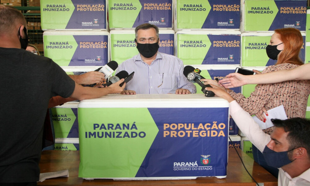 Paraná recebe 102.500 doses da vacina AstraZeneca e já inicia distribuição