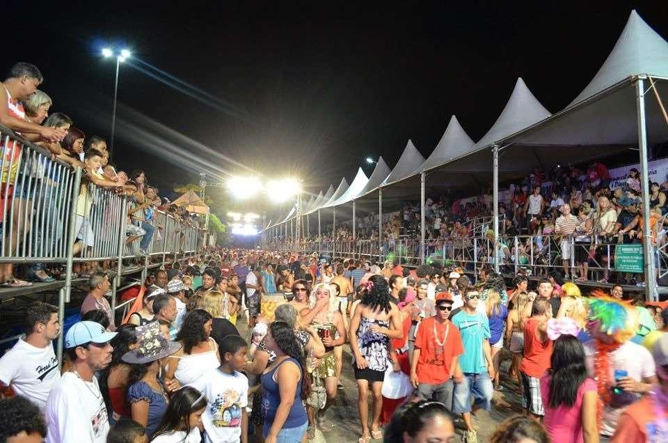 Pandemia faz com que estado e municípios do litoral revoguem o ponto facultativo de Carnaval