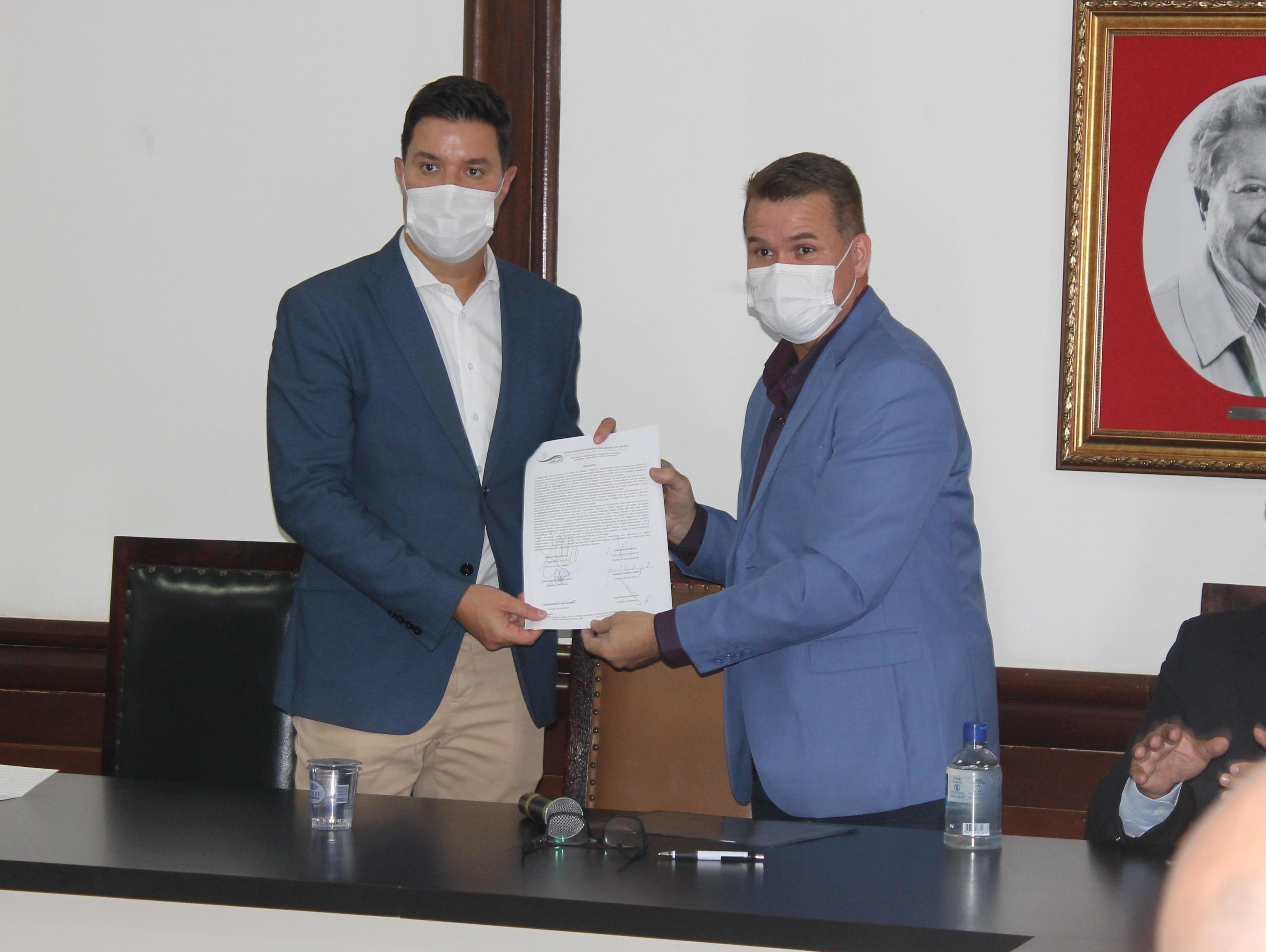 Prefeito de Paranaguá apresenta demandas a representante do Governo