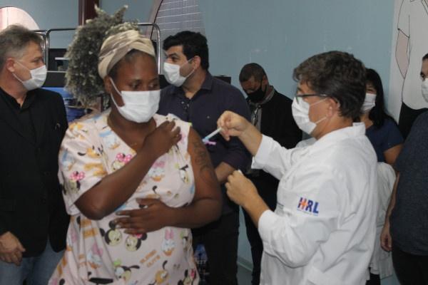2.394 pessoas já foram vacinadas contra a Covid-19 no litoral