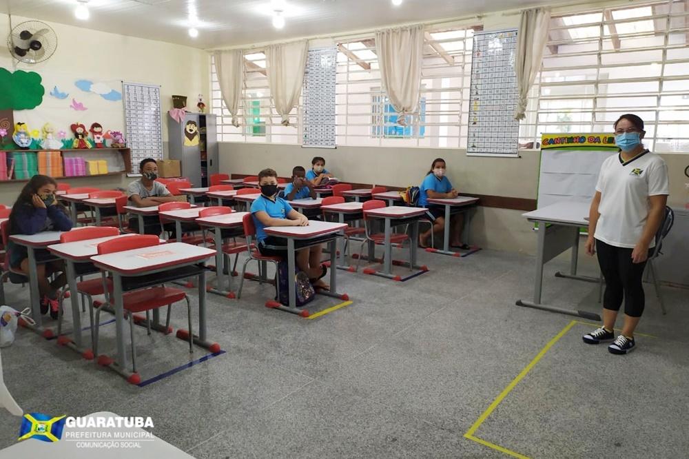 Guaratuba: Em primeiro dia de aula, alunos recebem orientações da nova rotina sanitária
