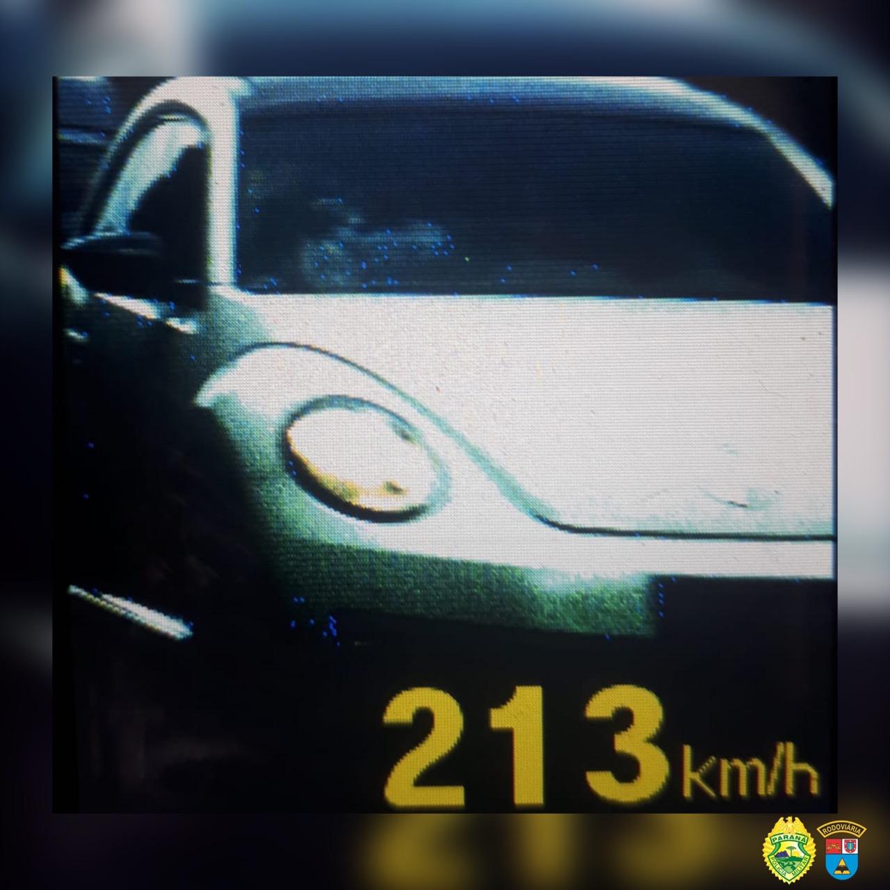 Motorista é flagrado pela PRE a mais de 200 km/h em estrada do litoral