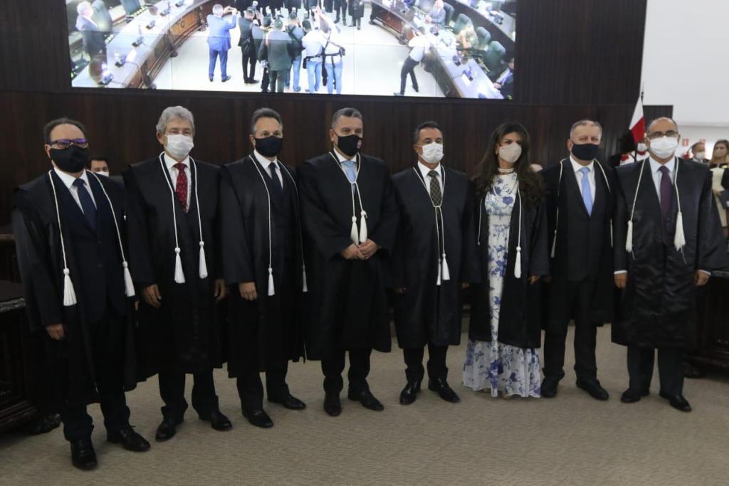 Desembargadores presentes na cerimônia de posse (Foto: TJPR)