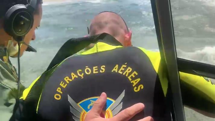 Guarda-Vidas e tripulação do Falcão 03 resgatam banhistas em Matinhos