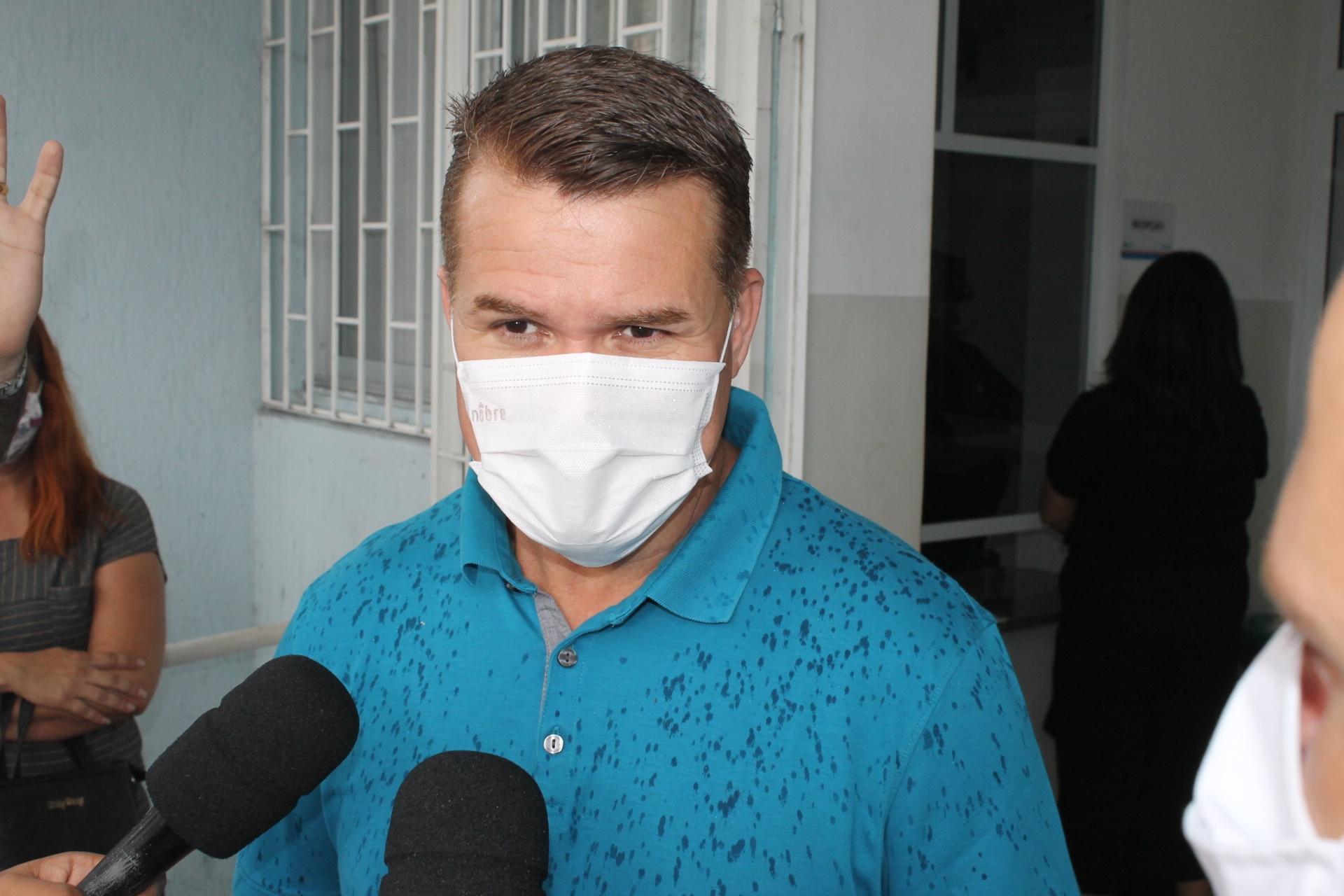 """""""Entre terça-feira, 9, e quarta-feira, 10, iniciaremos a vacinação de pessoas na faixa etária acima de 90 anos"""", afirma o prefeito Marcelo Roque"""