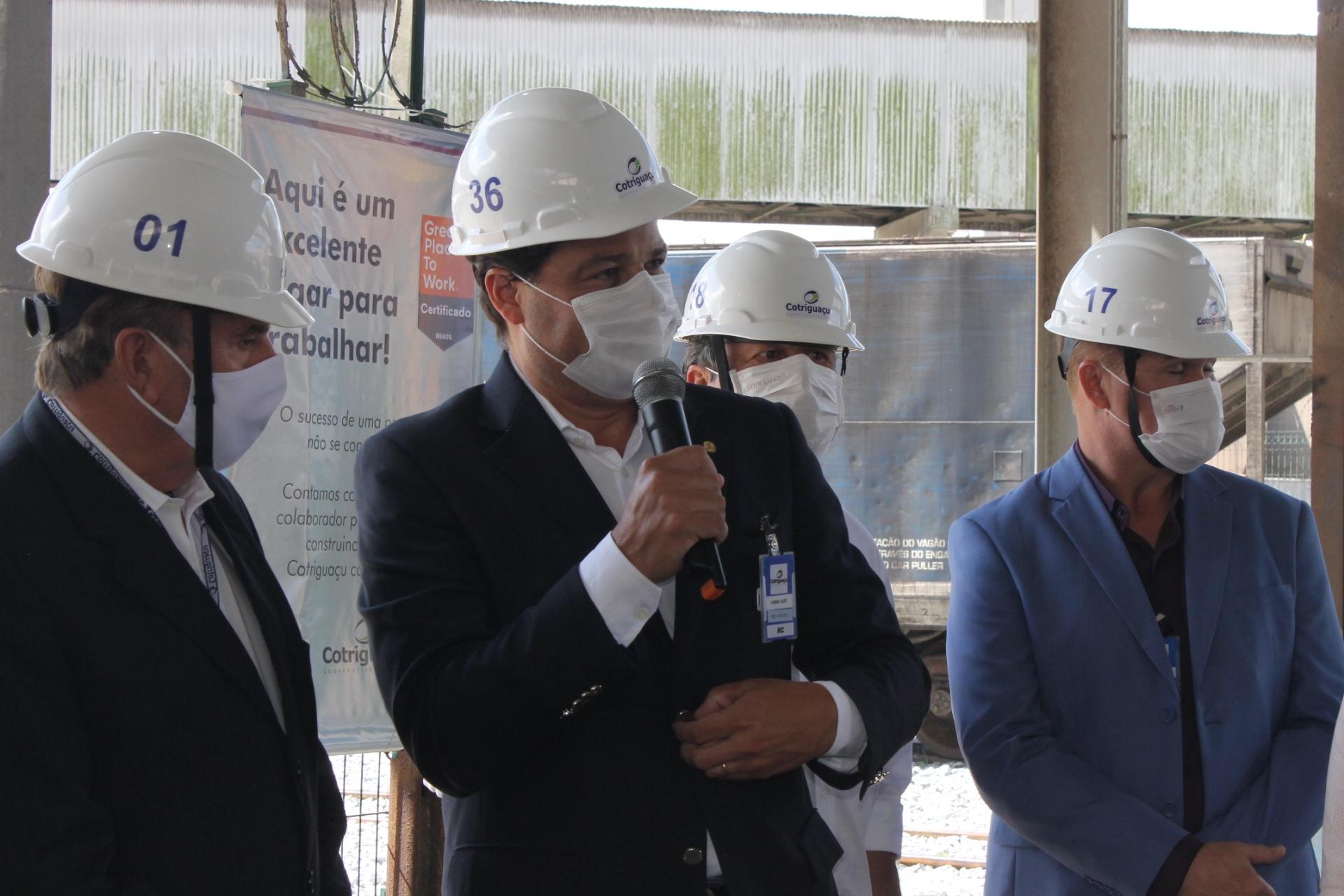 Secretário de Estado de Infraestrutura e Logística, Sandro Alex, destacou aplausos em nome do governador Ratinho Júnior e importância da Cotriguaçu e cooperativismo ao Paraná