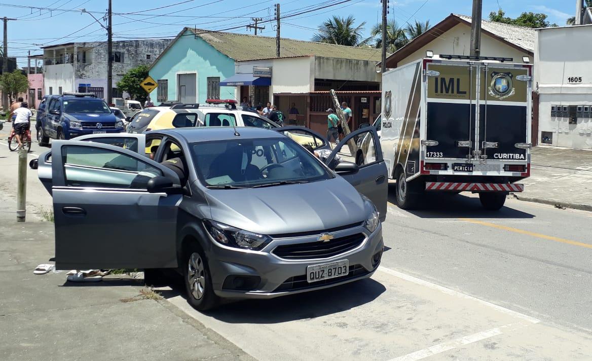 Pai e filho foram executados a tiros dentro de um carro, no bairro Bockmann