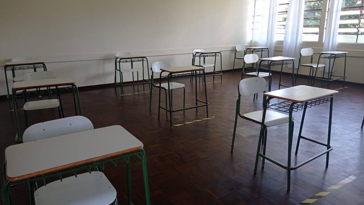 Governo do Paraná adia a volta às aulas presenciais nas escolas estaduais