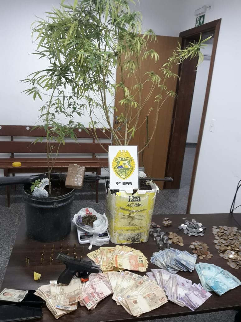 Todo o material ilícito apreendido estava dentro de uma casa, no balneário Albatroz, em Matinhos